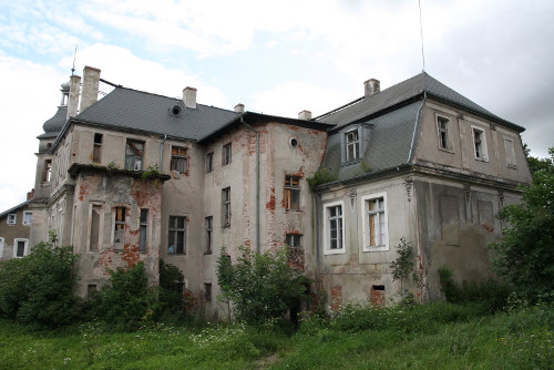 THE POSTWAR YEARS ARE THE YEARS OF THE GREATEST DAMAGE FOR THE PALACE AND MANOR IN KAMIENIEC